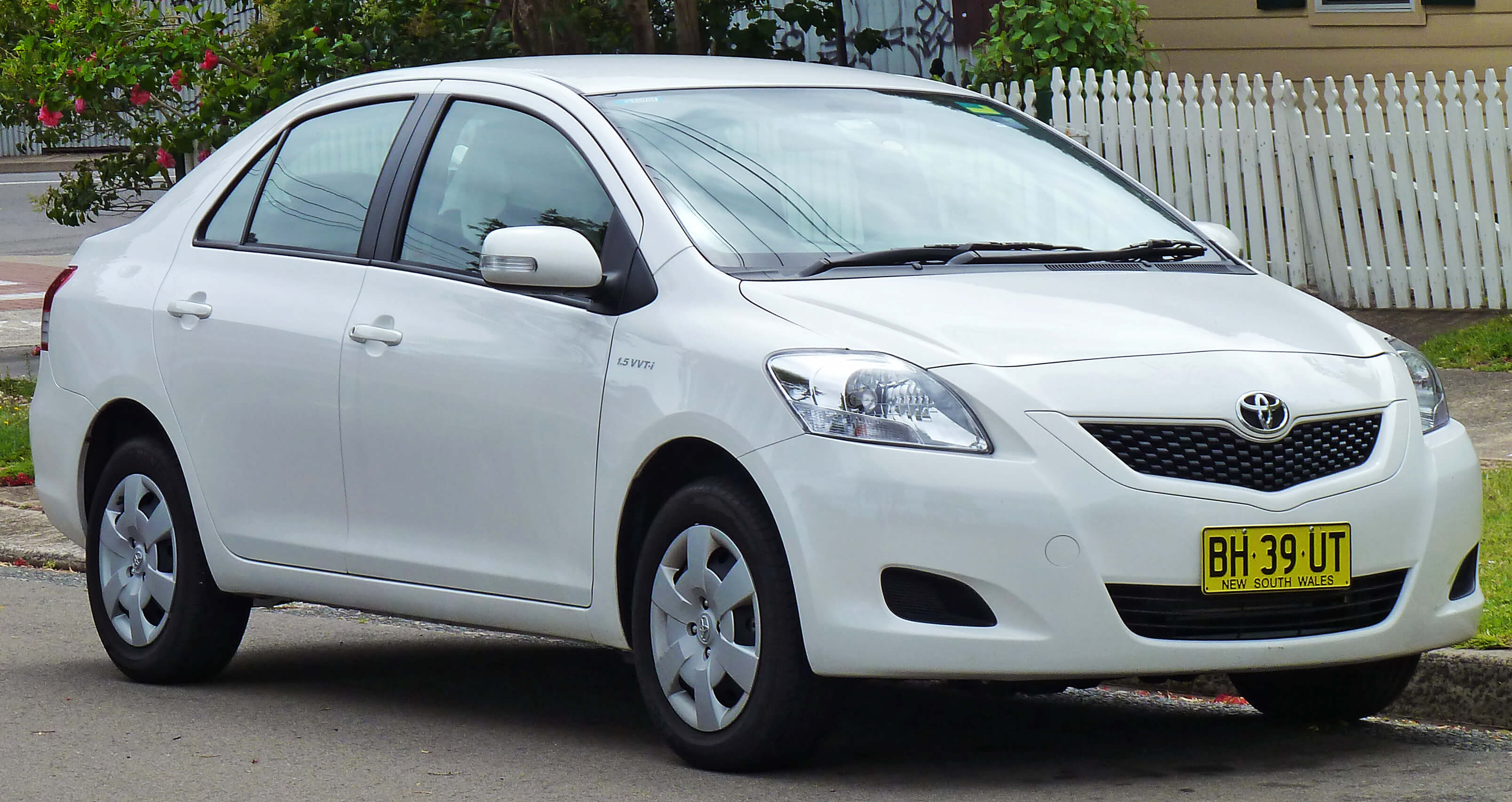 2008-2010_Toyota_Yaris_(NCP93R)_YRS_sedan_(2010-12-28)