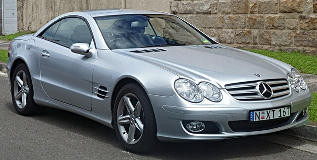 2006-2008_Mercedes-Benz_SL_350_(R230)_roadster_(2011-01-12)_01
